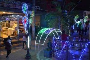 sacaba-iluminada-de-luces-navideñas